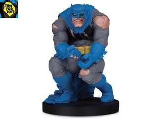 🚚 DC Collectibles - Dc Designer Series Batman by Frank Miller Statue