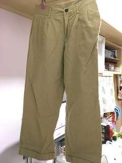 卡奇色褶腳褲