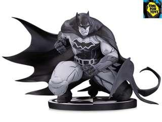 🚚 DC Collectibles - Batman Black & White Batman by Joe Madureira Statue