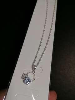 Heart circle necklace