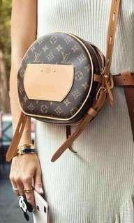 Loui Vuitton Sling bag
