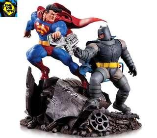 🚚 DC Collectibles - Dark Knight Returns Batman vs. Superman Mini Battle Statue