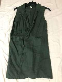 Long green vest with pockets!