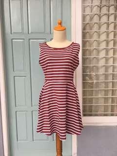 Dress motif salur