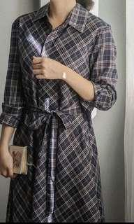 Mercci 22 漢娜妞. 知性格紋長襯衫洋裝. 深藍S