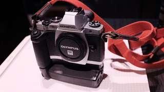 Olympus EM-5 連直立手把