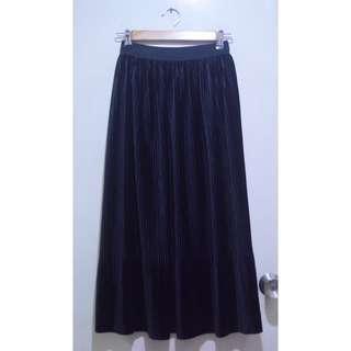 Black Pleat Velvety Maxi Skirt