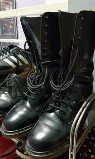 Dr. martens, 14 hole, size 42, made in england.