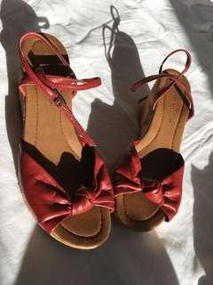 Size 8 red wedge