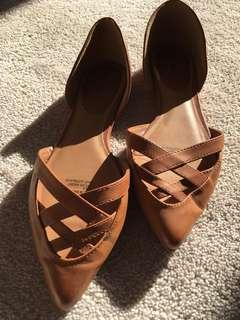 Excellent wore once brown flats sandals