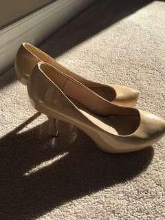 Le chateau patent nude leather heels 7.5