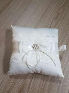 TO BLESS: Ring pillow