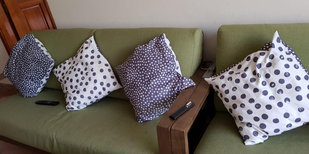 5 Sofa Pillows Ikea And Two Mats In Good Condition