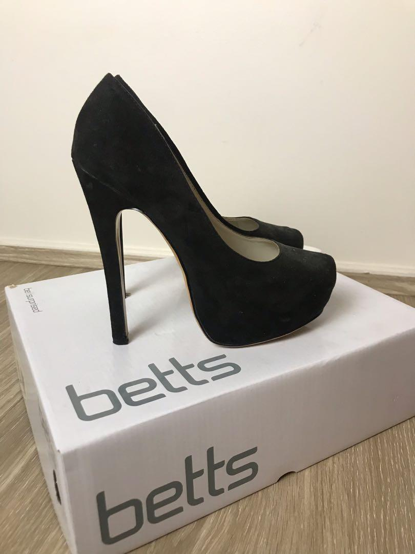 Betty's black pumps