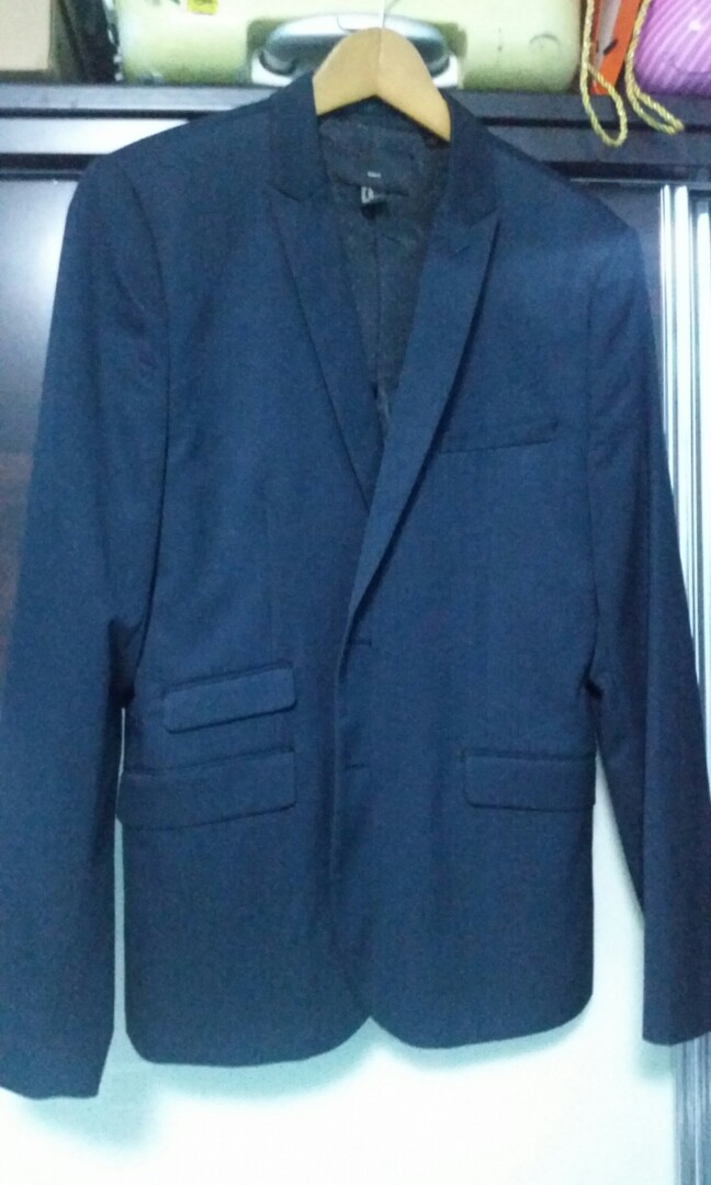 b2e7dbc1054a H&M Slim fit dark blue blazer, Men's Fashion, Clothes, Tops on Carousell