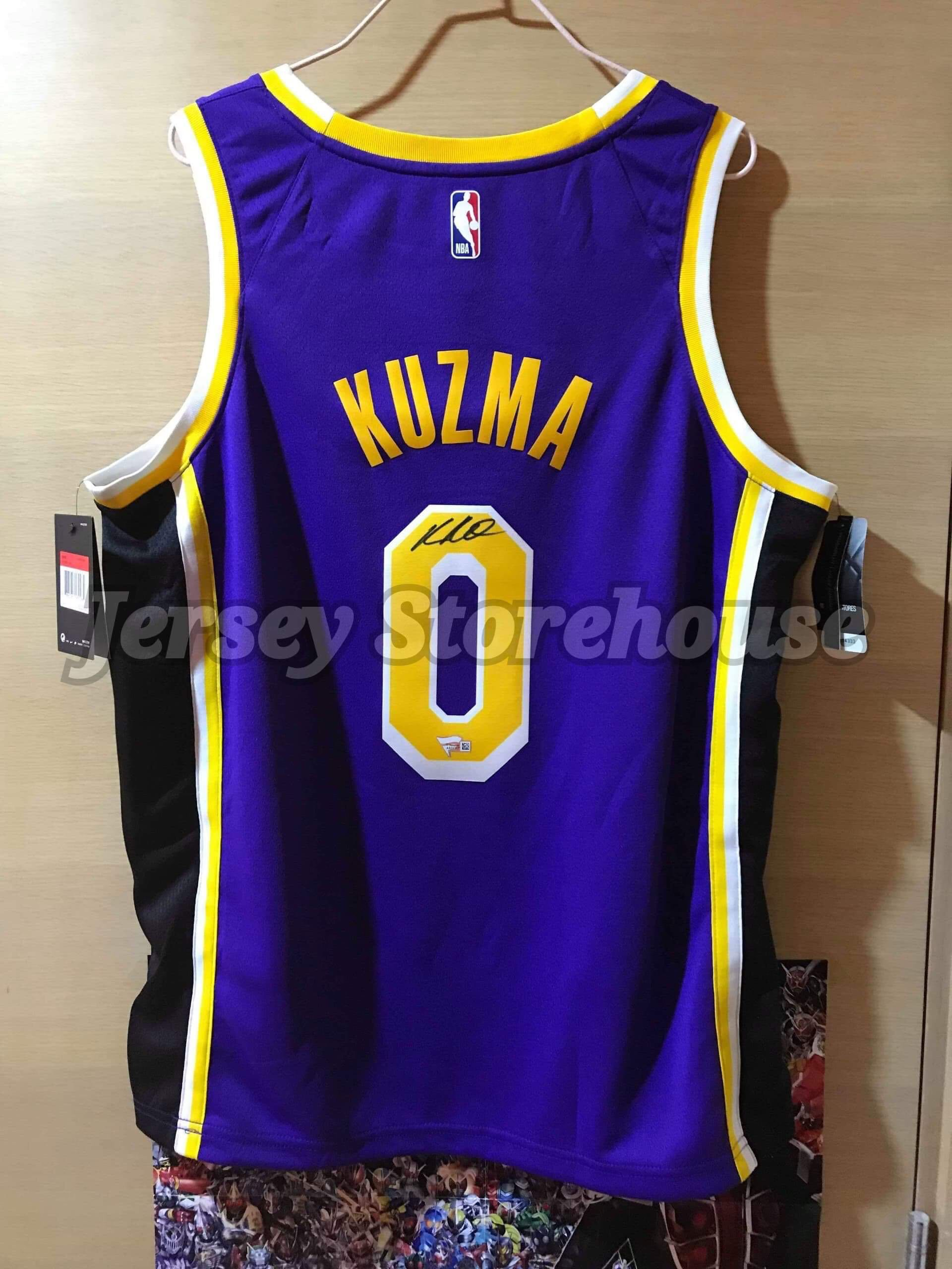 ca74f18141d Nike NBA Kyle Kuzma Los Angeles Lakers Association edition Autographed  Swingman Jersey (Fanatics Authentic) 簽名球衣波衫