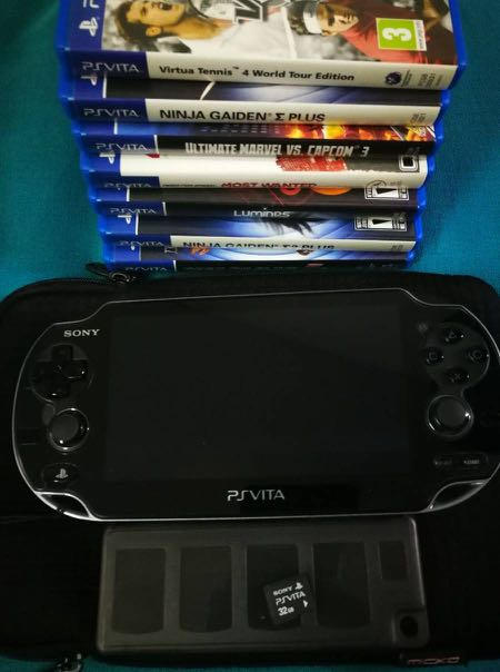 Sony Playstation Vita (Model PCH-1006) with 32G Memory Card + 7 Games
