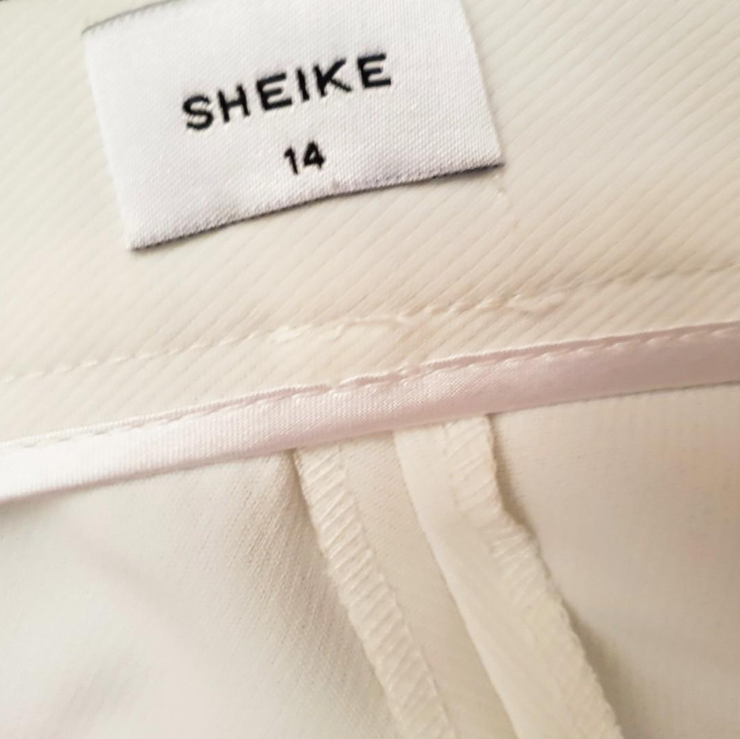 Women's size 14 'SHEIKE' Stunning off white shorts - AS NEW