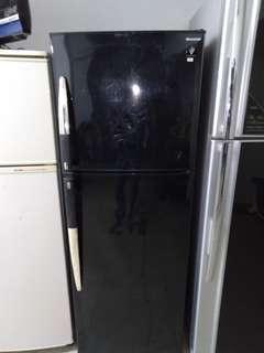 Sharp Fridge / Peti Sejuk 2 Door / Pintu.