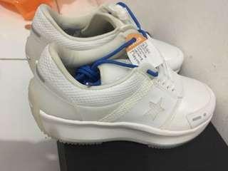 Sepatu putih ori converse