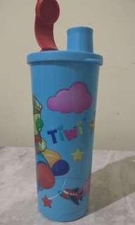Tupperware Kiddie sky tumbler