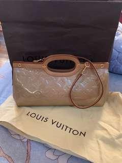100% Authentic LV Roxbury Drive Beige Vernis Leather