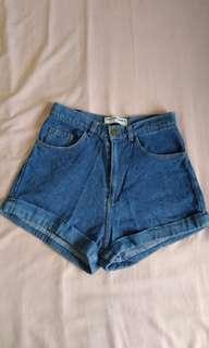 AA Highwaist Cuffed Shorts