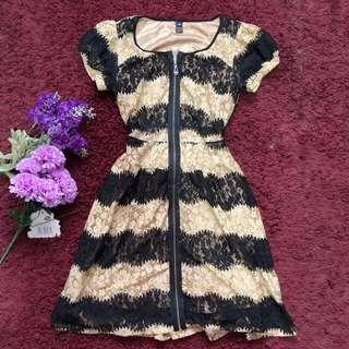 Front Zipped Lacey Dress Condition: EUC