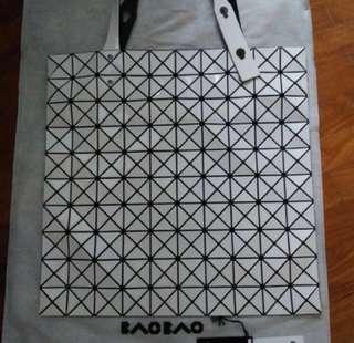 1989a4d871 Issey Miyake Bao Bao White prism basic 10x10