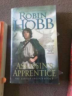 Assassin's Apprentice b Robin Hobb