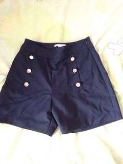 H&M high waisted shorts with buttons