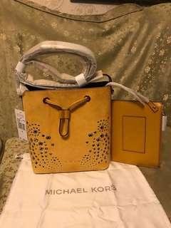 Authentic michael kors cary small suede bucket bag