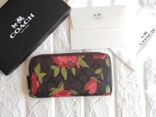 🚚 Sale! Coach long wallet