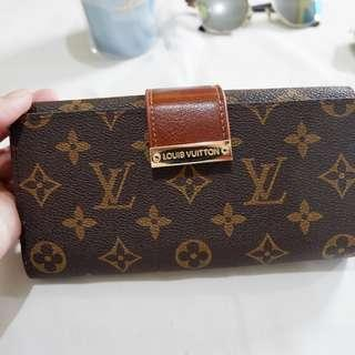 LV wallet RUSH SALE!! DATING 1350 ONE Week OFFER ONLY