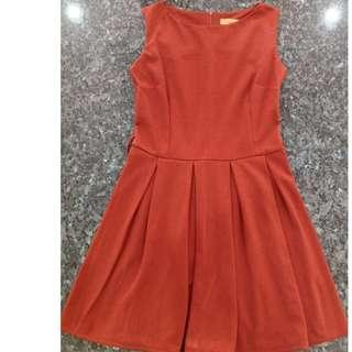 🚚 Preloved Brown Thick Material Cotton Platted Short Dress - 2 pieces, 1 SOLD