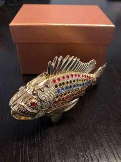Crystal stud fish