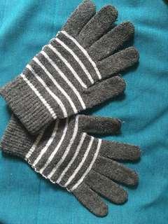 🚚 Striped Winter Gloves