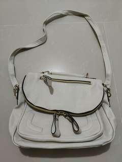 🎇❴清貨價❵ 90%新 韓國迷白色真皮斜咩袋