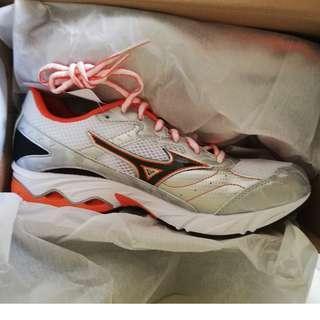 Mizuno sports shoes (BRAND NEW)