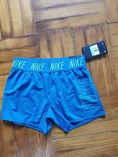 Girls Nike Shorts (女童 size)