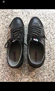 Exing Black Shoe