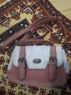 tas slempang brown