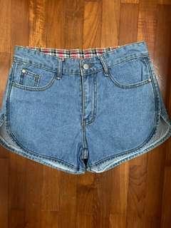 Denim curved cut shorts