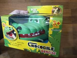 🚚 鱷魚玩具 每次都不一樣的牙齒