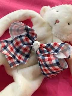 Checked bow hairclip