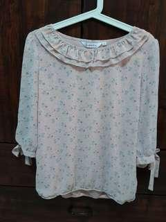 🚚 Janette peachy pink floral blouse