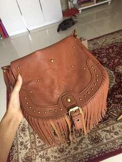 New Look's Brown vintage sling bag