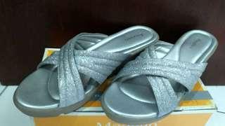 Preloved Wedges Sandal Pesta Fladeo Silver