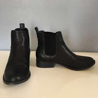 lipstik boots size 7.5