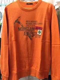 🚚 bossini 山林探險休閒運動上衣 M號